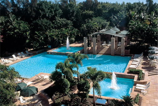 Surfside pools conrad jupiters two level pool for Pool design gold coast